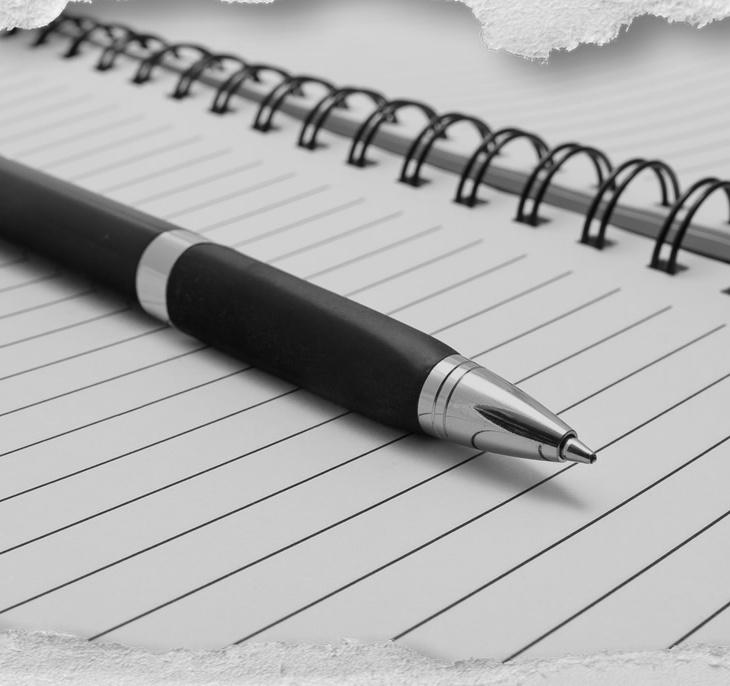 Caneta e papel, caderno espiral